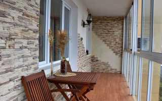 Какой может быть отделка балкона декоративным камнем