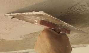 Штукатурка потолка своими руками: видео и правила работы