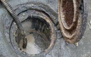 Выгребная яма и расщепление жира в ней