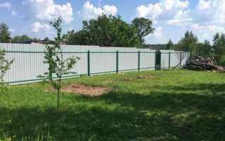 Какой забор между участками в СНТ можно установить законом: характеристики, материалы
