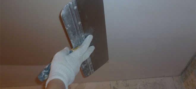 Рассмотрим как правильно шпаклевать потолок