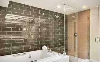 Красивая облицовка керамической плиткой ванной комнаты