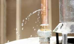 Как устранить течь в трубе с водой под давлением: причины протечек и способы ремонта